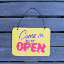 "Placa metal mini ""Come in we´re open"""